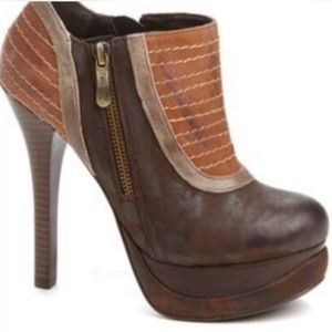 Two Lips Brown Bootie Ozzie Heels Boots Sexy 7.5
